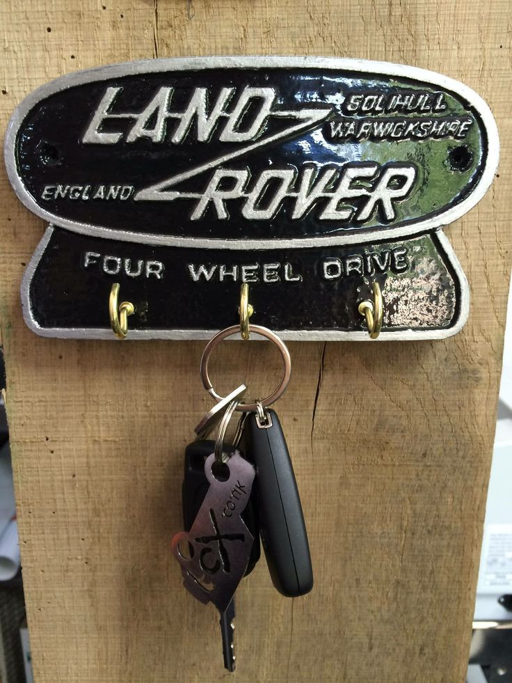 Let #LandRover greet you every time you walk in the door with this homemade key hanger. #Recycled