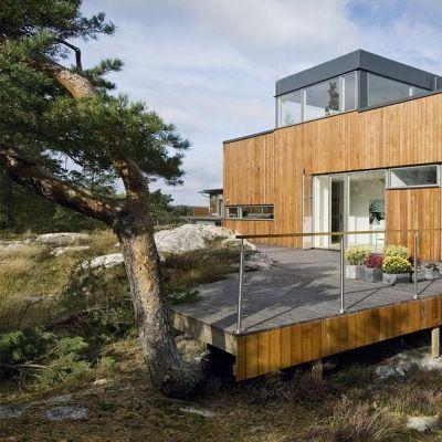 Den nordiske arkitektur-tradition forenes på smuk og harmonisk vis med den rå svenske natur i huset tegnet af den verdenskendte svenske arkitekt Gert Wingårdh.
