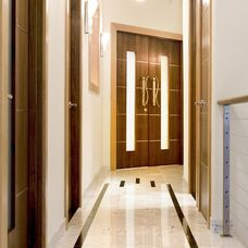 Contemporary Hall by Broadmore Builders, LLC