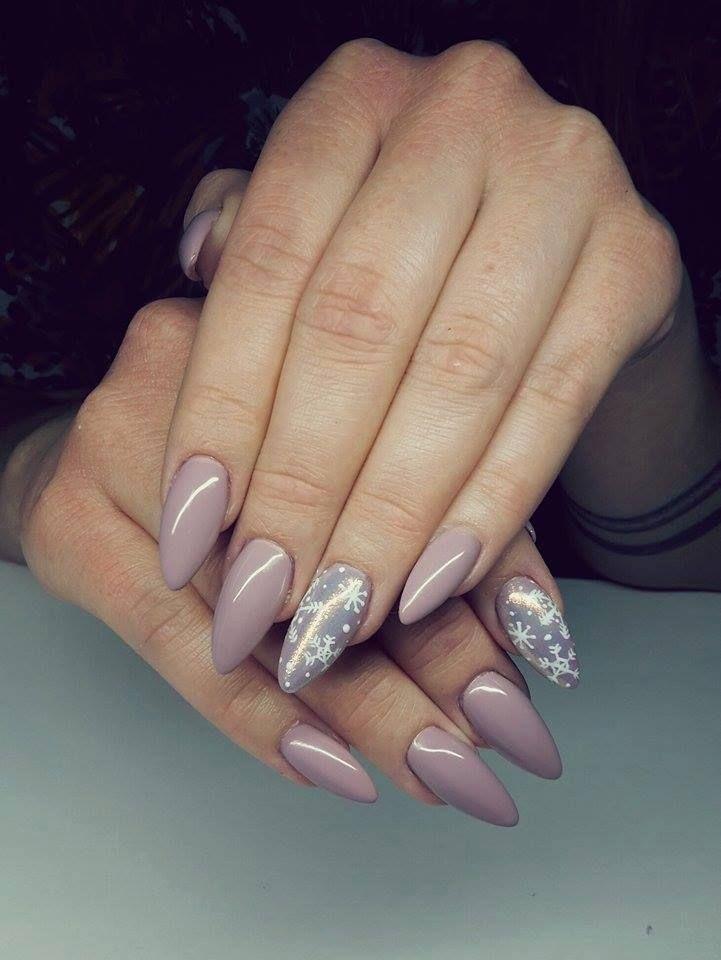 Nude and Snowflake Ornament #Christmasinspiration Luxury Beauty - winter nails - http://amzn.to/2lfafj4 #ad