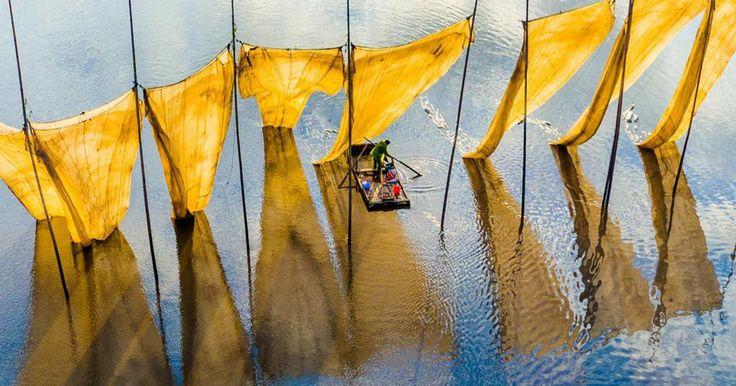 Αυτές οι φωτογραφίες που αψηφούν τη βαρύτητα, είναι οι νικήτριες του διαγωνισμού εναέριας φωτογραφίας του SkyPixel. Από μια fisheye φωτογραφία που στρεβλώνει το τοπίο μετατρέποντάς το σε ζωντανή αφηρημένη τέχνη, σε εναέριες λήψεις που μετατρέπουν τη φύση σε σουρεαλιστικές σκηνές, οι εικόνες αυτές αμφισβητούν τις προοπτικές μα%C