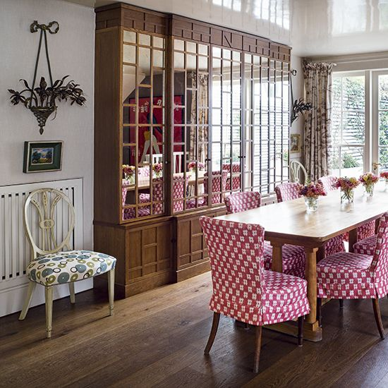 Nina Campbell's London Home as shot for Homes & Gardens. Loose cover in…