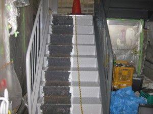 ビルの階段塗装
