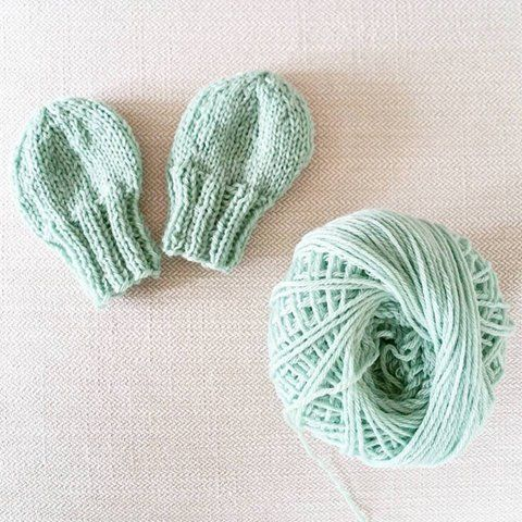 Knit Baby Mittens - Free Beginner Pattern | SimplyMaggie.com