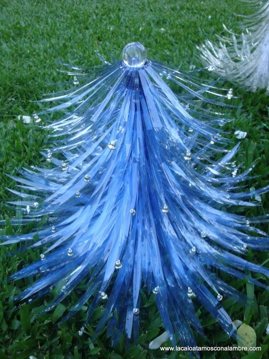 Arbol de navidad realizado con botellas de gaseosa lo - Arbol de navidad de alambre ...