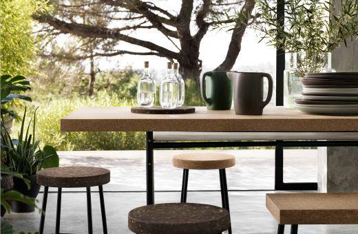 Articoli per la tavola e mobili in sughero.