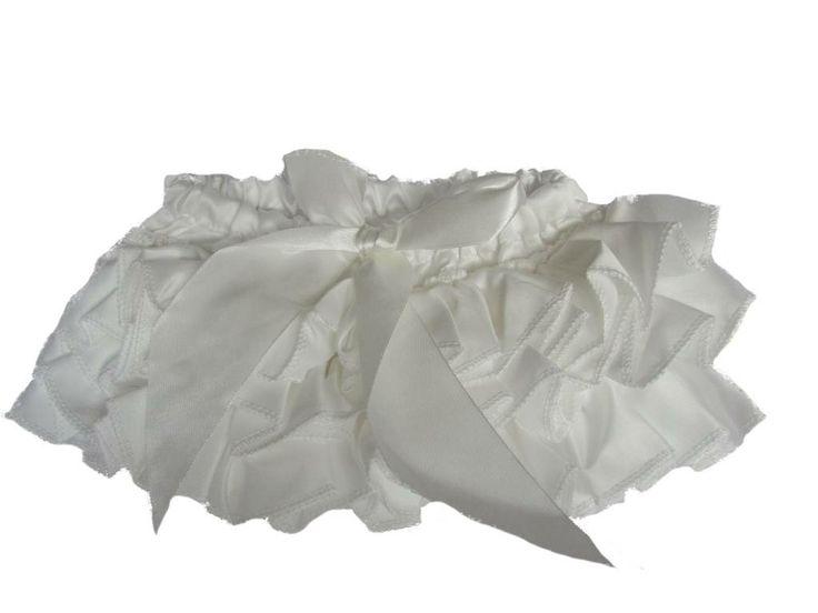 Luierbroekje Wit satijn / diaper cover white ruffles 14.95 Euro
