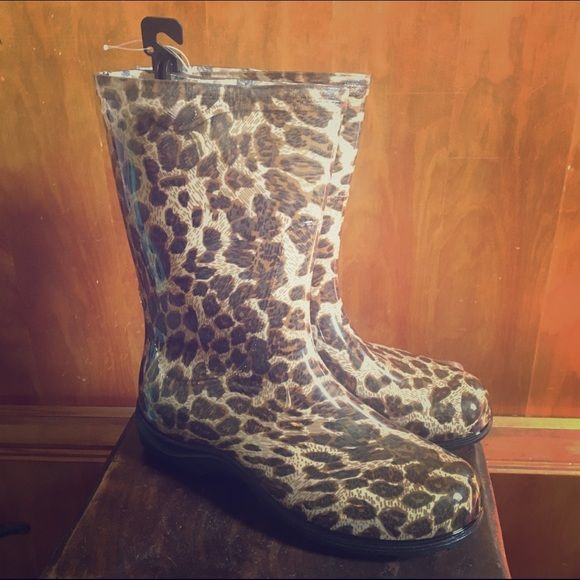 Leopard Print 🐾 Sloggers Rain Boots Meooowww! Who said kitties don't like to play in the rain?! Splash in style In the super cute leopard print Slogger rain boots! New with Tags Sloggers Shoes Winter & Rain Boots