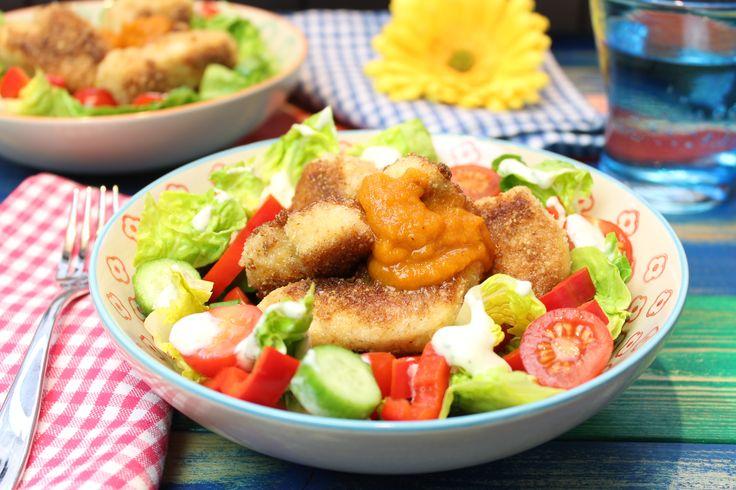 Low Carb Rezepte von Happy Carb: Happy Chicken Nuggets mit Currysoße und Salat.