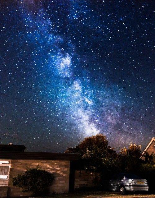 Fotógrafo faz imagens impressionantes da Via Láctea  A Via Láctea como você nunca viu. Esta foi a proposta do fotógrafo e designer Chad Powell, que caturou imagens da constelação desde sua base, na Isle of Wight, ilha no Canal da Mancha no sul da cidade de Portsmouth (Inglaterra).