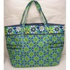 This is a cute Vera Bradley tote I want :)
