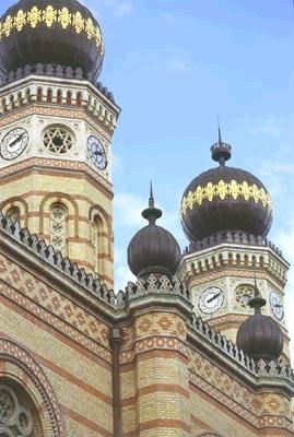 Jewish walking or driving tours in Jewish Quarter of Budapest