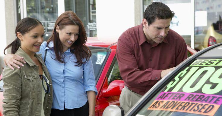 Técnicas para ventas de autos. Si ofreces un buen auto a un buen precio, venderlo puede ser relativamente fácil. Sin embargo, puede haber estrés: las apuestas son altas, a menudo hay mucho dinero involucrado, y los compradores están comprometidos con obtener una forma confiable de transportarse. Cuando vendas un auto, debes tratar de asegurarte de que todos estén satisfechos: ...