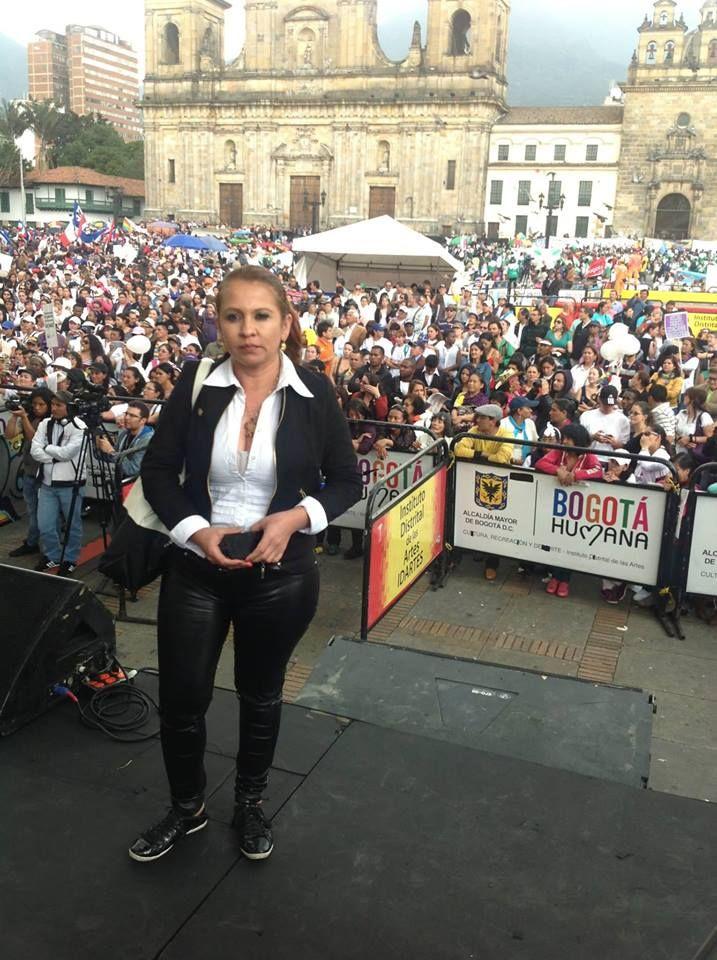 En Bogotá marchando al lado de mas de un millar de mujeres.