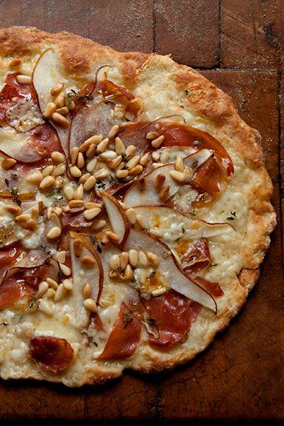 {Pear, prosciutto and blue cheese pizza.}