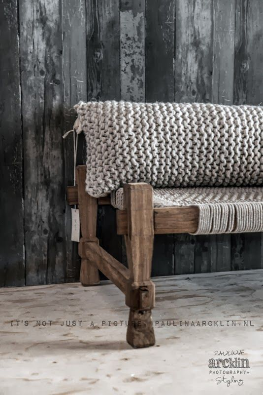 It's my visual life - Paulina Arcklin: WOONBEURS 2013 | VTWONEN BARN HOUSE: Paulina Arcklin, Wooden Benches, Woonbeur 2013, Vtwonen Barns, Barns Houses, Knits Pillows, Paulinaarcklin Vtwonen9 Jpg, Chunky Knits, Visual Life