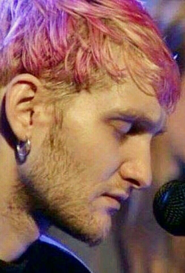 Layne Staley With Pink Hair With Images Layne Staley Alice In