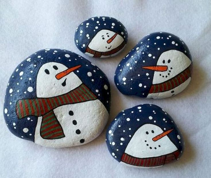 54 easy diy christmas painted rock ideas (39)