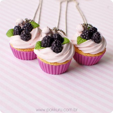 colar cupcake de amora com chantilly - polymer clay miniature sweets and fake food - pokkuru