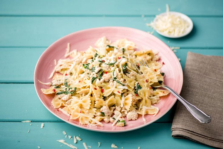 Romige pasta met kipgehakt spinazie en venkel