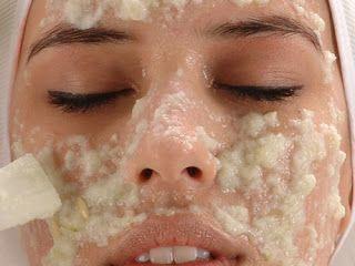 Mascarilla Facil de Yogurt y Avena :   Se mezcla media taza de Yogurt Natural sin azucar con 2 cucharas de avena , aplicar en el rostro y d...