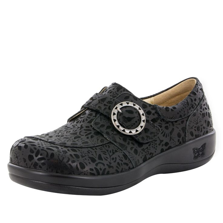 Professional Nursing shoe featuring a Delicut design with laser etched leather.