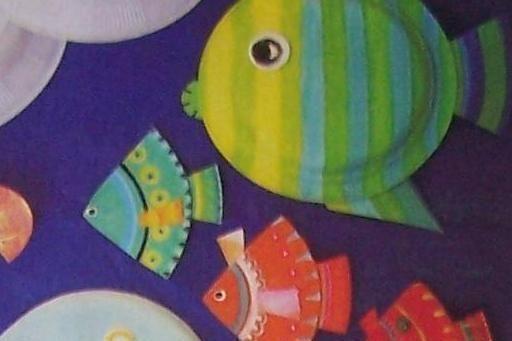 Foto: Come creare decorazioni con i piatti di carta: i pesci