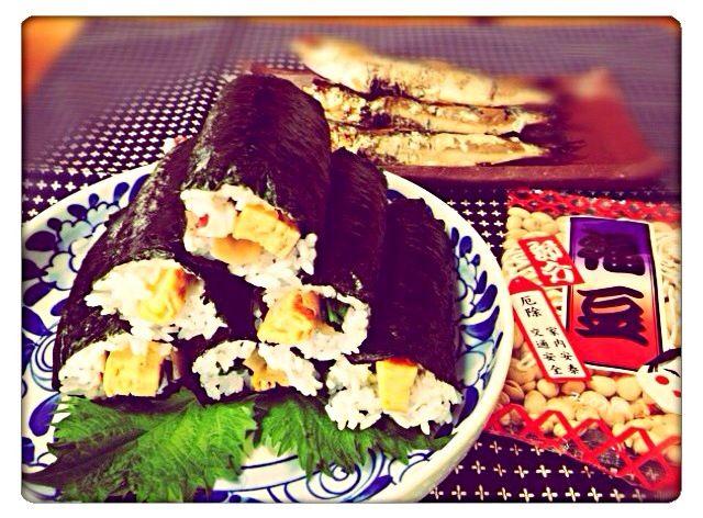 今日は節分ですね…   黙って食べきれるサイズを巻きました。 巻き方雑だけど…美味しかったよん^ ^  イワシも食べたし、豆も歳の数だけ食べたよ〜(≧∇≦)  これで、厄除けばっちりかな…V(^_^)V - 41件のもぐもぐ - 恵方巻き・節分。イワシも食べたよ…『東北東』2014.02.03 by mariko616