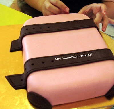 Dream of Cakes: September 2011- suitcase cake