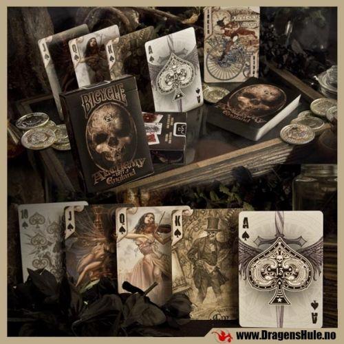 En spesielt flott spillkortstokk! Alchemy England Gothic Bicyle Playing Cards er en kortstokk med `vanlige` spillkort (med ruter 10, spar dame osv) som har motiv hentet fra Alchemy Gothics mange gotiske fantasyillustrasjoner, 54 stk totalt. Bicycle er et verdenskjent amerikanske pokerkortmerke, med sitt særegne tekstur og finish -selv om de er laget av kartong er disse kortene langt bedre og mer slitesterke enn de fleste andre, med bl.a. såkalt ´aircushion finish´ som gjør det lett å sp...