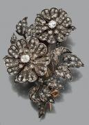Broche en argent et épingle en or rose 18K formant un bouquet floral entièrement pavée de diamants de taille rose et de taille ancienne.Travail du XIXème siècle