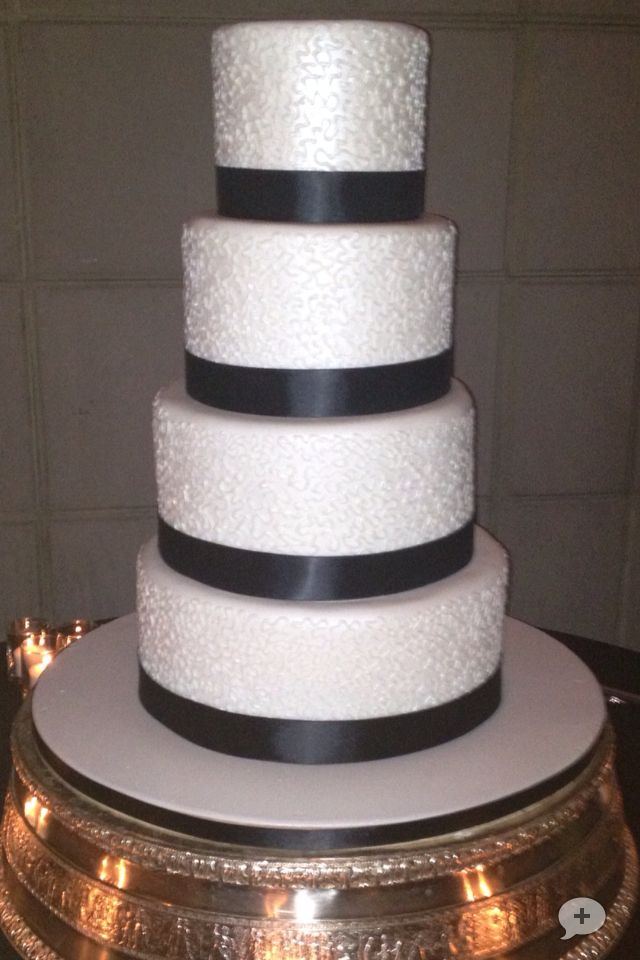 chantilly lace wedding cake 72 best cakes by d ebonyque lamour images on 12499