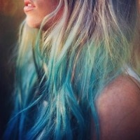 Must have: Cabelo de sereia com ombré hair turquesa/ verde azulado