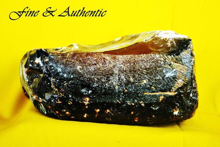 Mooie ruwe natuurlijke amber - de schipbreuk van de Harugiku Maru - 27 x 15 x 28 cm - 85 kg  Amber gevonden in een gezonken Japanse schip bekend als de Harugiku Maru. Het gebruikt voor vervoer van goederen voor de Japanse regering tijdens de Tweede Wereldoorlog 2. In 1944 7 mijl van de haven van Tanjung Tiram Indonesië het schip op mysterieuze wijze verdwenen en werd ontdekt in de jaren 2000.Vorm: ruwAfmetingen: 27 x 15 x 28 cmKleur: Diep bruin met geelGewicht: 85 kg (appx)Leeftijd: > 1…