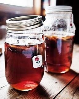 Individual Mason jar sun teas. What a great idea!