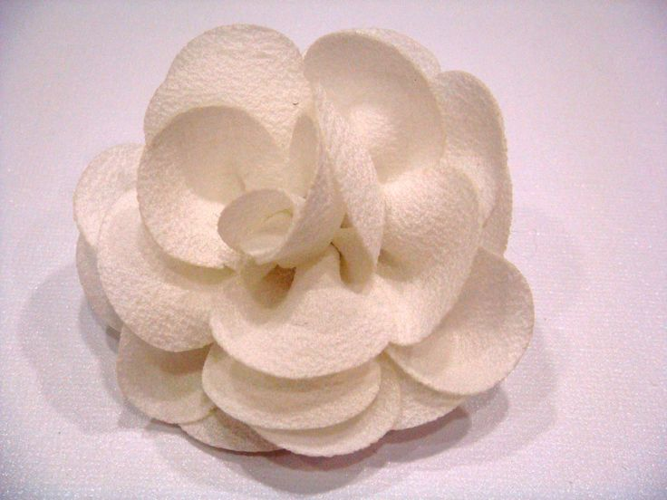 Fleur en tissu montée sur pince et broche 7 cm 12€