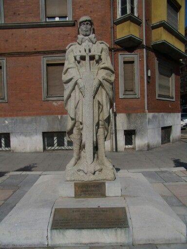 Monumento a Teijeiro en Oviedo. Retirado en 2012