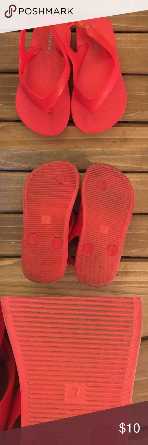 Old Navy Toddler Red Flip Flops size 7 These flips flops are in excellent condition! Minor wear on bottom. Thanks so much for checking out this item today! We know that the shipping price is kinda ridiculous, so we suggest you bundle to get more for your money! You will also be saving money as well! Check out our bundle discount below! 💰reasonable offers accepted! Old Navy Shoes Sandals & Flip Flops
