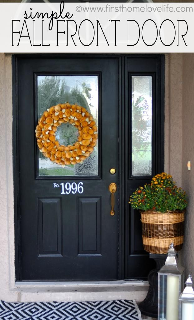 A Simple #Fall Front Door via www.firsthomelovelife.com #diy #homedecor