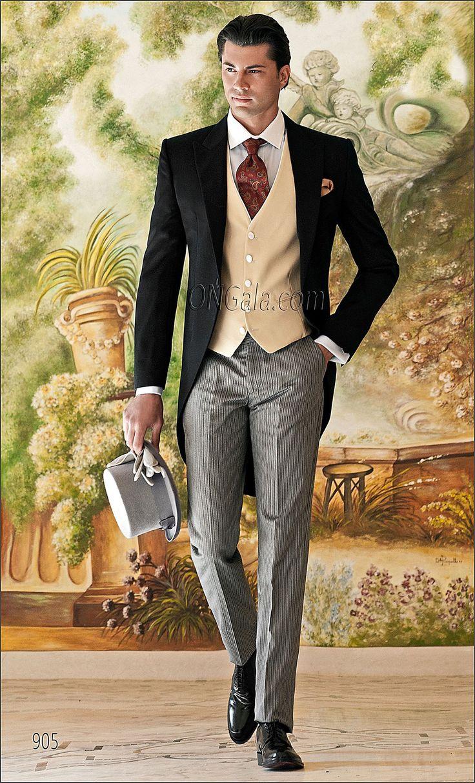 Abito da Sposo : Giacca Tight nera ,Gilet avorio, Pantaloni gessati