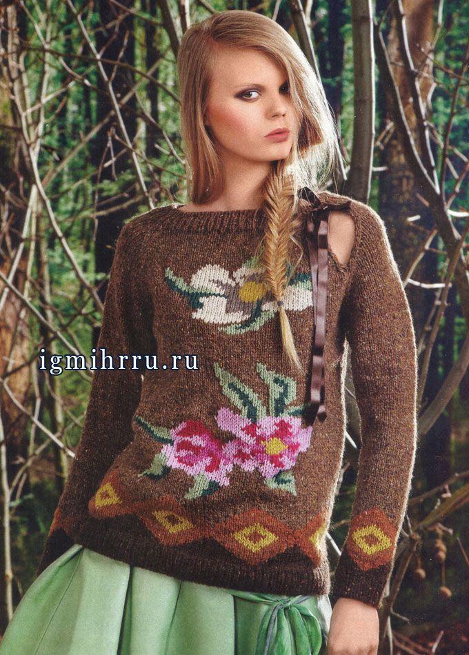 Для любительниц цветочных принтов. Эффектный пуловер с яркими цветами. Спицы