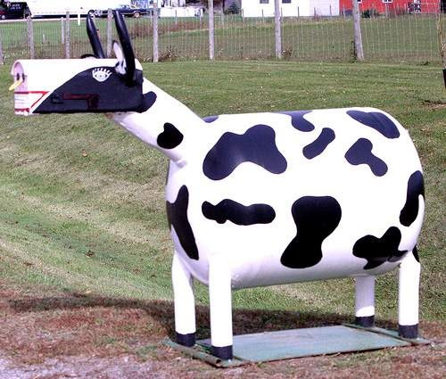 A Creative Mailbox...want one of these! So neat,  love my cows! :p