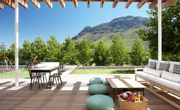 With views of Simonsberg Mountain, abundant olive groves and beautiful vineyards, TOKARA Delicatessen offers a relaxed and child-friendly environment in which to enjoy a delicious breakfast or a light and seasonal lunch.