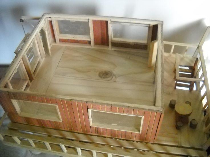 Casa grande (el segundo piso se puede retirar para colocar muebles o hacer modificaciones). Fabricada con maderas recicladas de pino y roble. Precio: $ 45.000