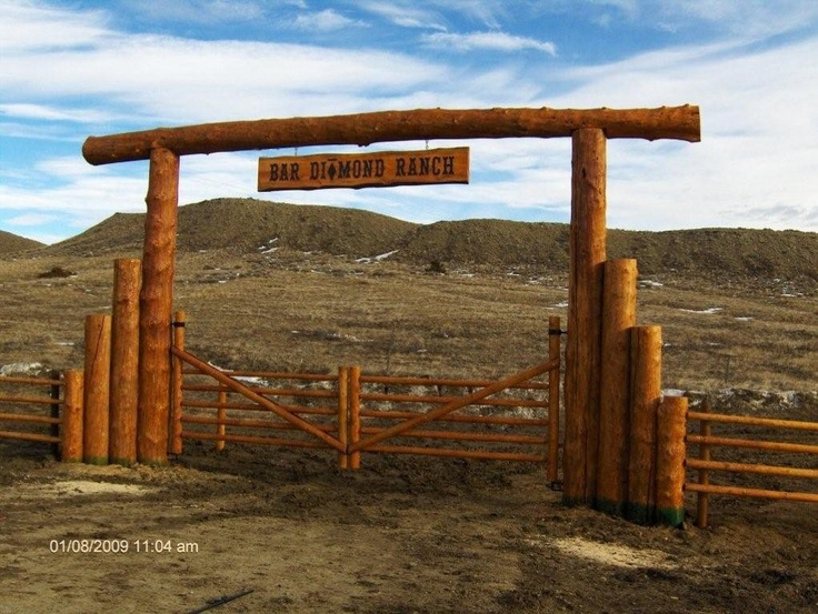 Neat Entry Way To A Ranch Ranch Entry Farm Gate