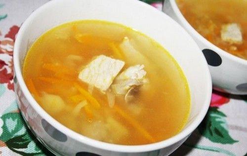 Как приготовить суп с лапшой и мясом - сытный, наваристый и вкусный. Ингредиенты. Сначала начните тушить свинину с овощами в сковороде.