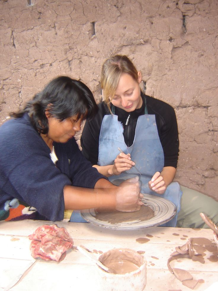 Try your hand at some local pottery? #peru #ecela #pottery