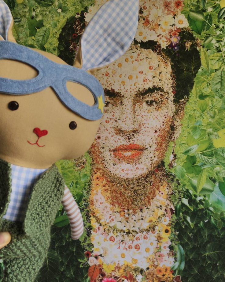 Hoppy Easter!!  superhero bunniess are available in my etsyshop click link in profile #lalobastudio #etsy #easterbunny #easter #superhero #bunnygram # #bunnies #bunnylove #fridakahlo #cute #kawaii #usagi #dollsanddaydreams #kids #frida #love #rabbit #bunny #easterdecor #eastereggs #knitwear #handmadedolls #coolmom #coolkids #toddlersmom #toddler #letthemplay #imaginaryplay #plush pattern: @dollsanddaydreams