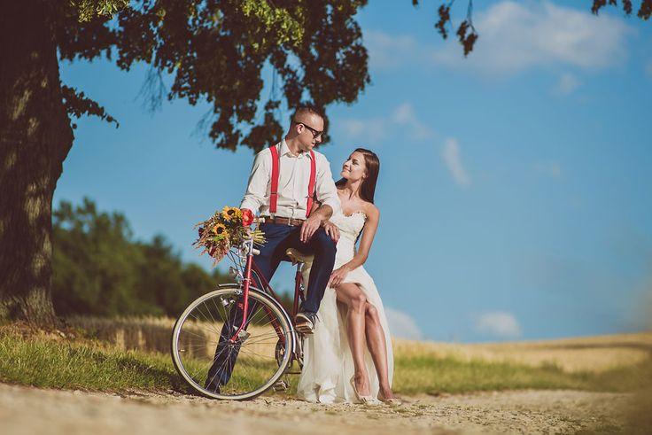 romantic seasion with bicycle ślubna sesja z rowerem