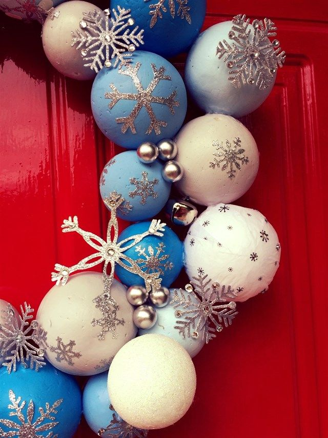 Door Wreath Tutorial | Create Christmas | Every year I make an indoor wreath for my home so when I saw the packs of polystyrene balls in my kit, I knew exactly what to make. It's so easy and a great project to get your family involved in.